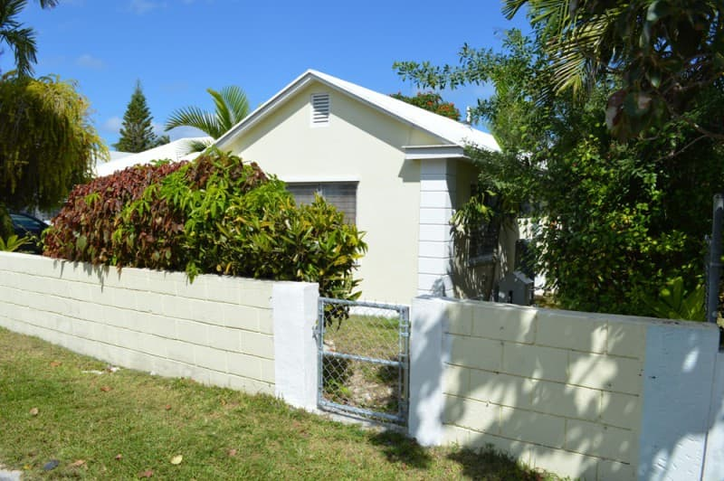 Centrally Located Two Bedroom 2 Bed 1 Bath Apartment Nassau New Providence Graham Real